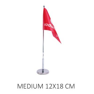 Bordsflagga med eget tryck medium. Företagsflagga monterad på flaggstång med flaggfot.