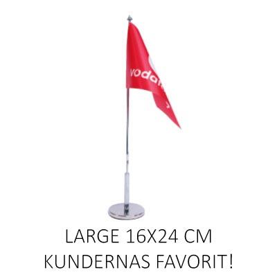 Bordsflagga med eget tryck large. Företagsflagga monterad på flaggstång med flaggfot.